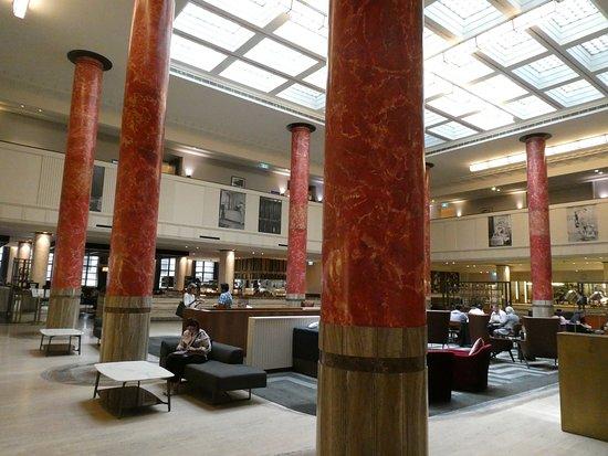 Primus Hotel Sydney: 広々として明るいロビー