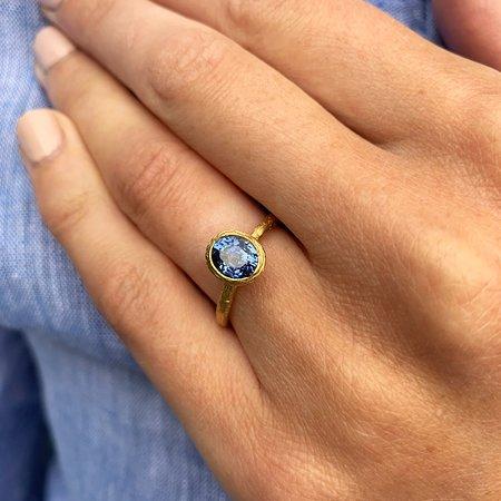 دبلن, أيرلندا: Diana Porter Fair Trade Gold Contemporary Sapphire Engagement Ring at Designyard Dublin Ireland