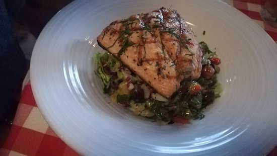 P.J. Clarke's: superb Salmon Salad