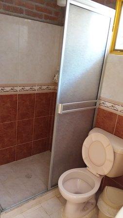Cabañas La Carolina: Cabana Junior bath and shower