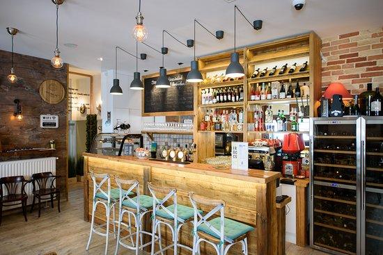 Menesi Wine Bar