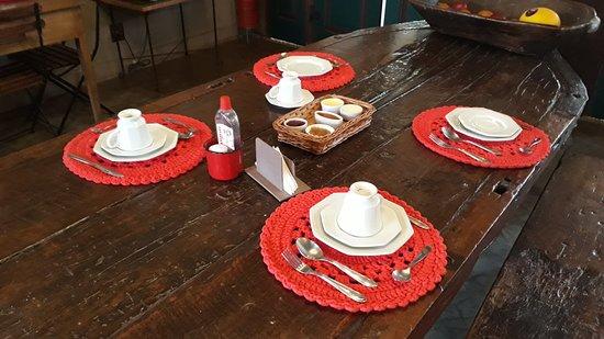 A mesa de carro de boi preparada para nós
