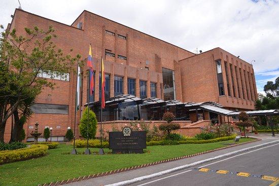 Bogota, Colombie : Centro Social de Suboficiales y Nivel Ejecutivo, lugar tranquilo para divertise, pasar tiempo con amigos y familia