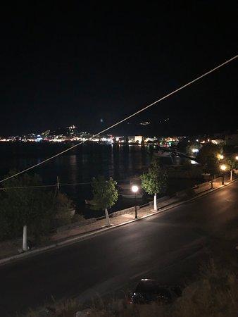 Despina Taverna: The evening view of Elounda