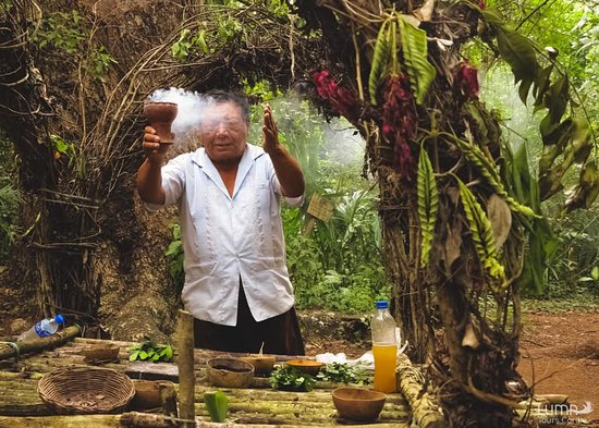 Luma Tours Caribe: Mayan ceremony.