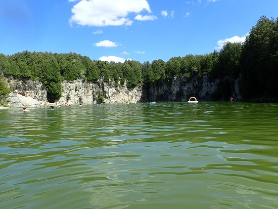 ‪‪Elora Quarry Conservation Area‬: Elora Quarry - view from the water‬