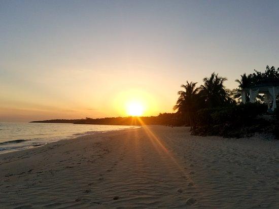 Sol Rio de Luna y Mares: Early morning sunrise....