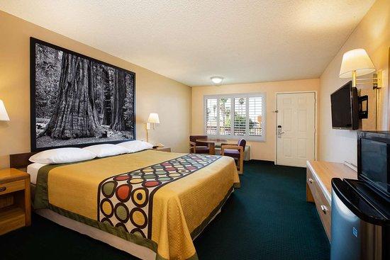 Lindsay, CA: guest room
