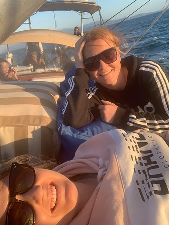 Magnetic Island Twilight Sailing Cruise: Just chilling out thanks to Claire and Paul