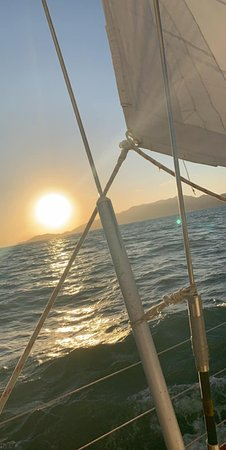 Magnetic Island Twilight Sailing Cruise: What a beautiful view