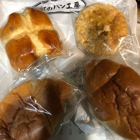 焼カレーパン、塩バターパン、ちぎりパン。