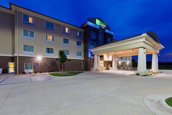 Holiday Inn Express & Suites Salina