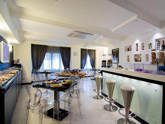 Golden Hotel: Restaurant