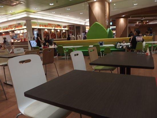 Kourakuen Excellent The Mall Sendai Nagamachi: フードコートの座席