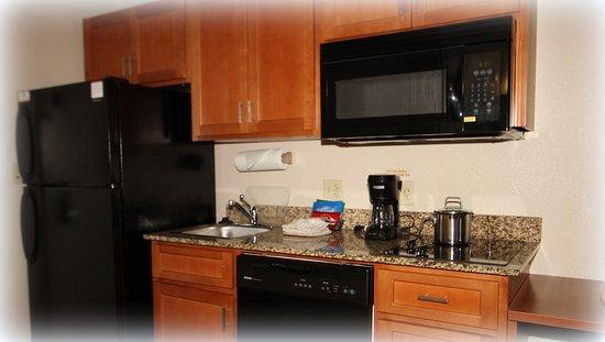 Candlewood Suites Fredericksburg: Guest room