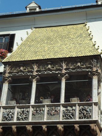 Inzbruk, Austrija: ゴールデンルーフのテラスで吹奏楽演奏