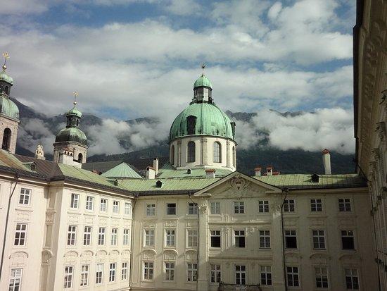 Inzbruk, Austrija: 王宮の展示物は撮影禁止、撮影が許されたのは窓からの風景のみ。