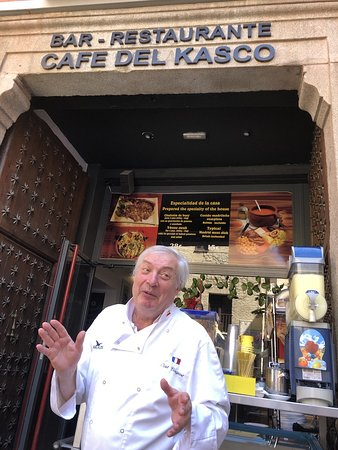 Cafe Del Kasco: Chef Joel and his Cafe.