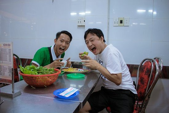 Saigon Street Food and Sightseeing by Scooter: Saigon Street Food & Sightseeing By Bike Tour.