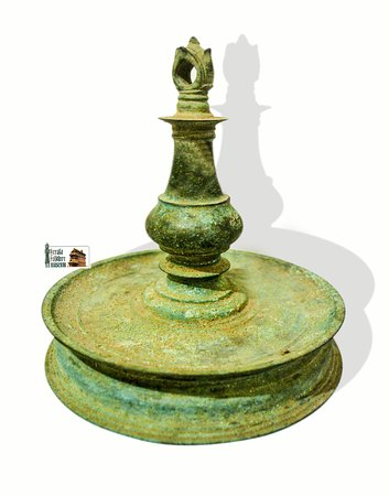 Antique oil lamp, 16th c, Kerala