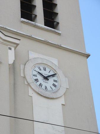 Eglise Notre-Dame de Lourdes: L'horloge du clocher