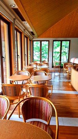 Cafe La Terrace內部用餐區左側