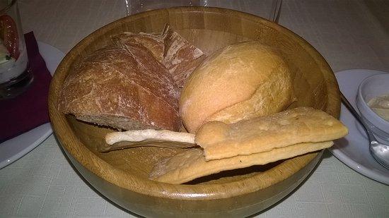 Osteria Roncaiola: cestino del pane