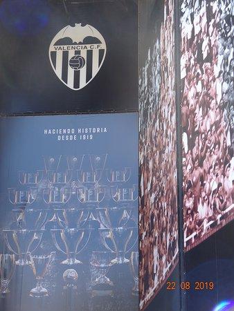 Mestalla Forever Tour: Outside of stadium