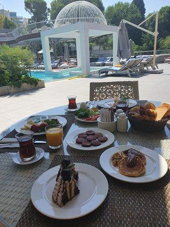 a little breakfast from the buffet outside
