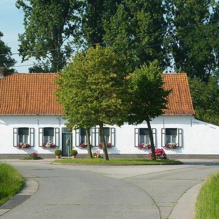 Lozer, België: Oud boerenhuisje.