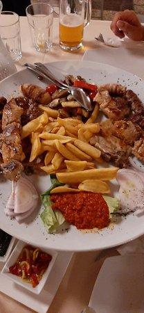Mangiato benissimo,posto bello,accogliente ,camerieri gentili,profesionali.complimenti...