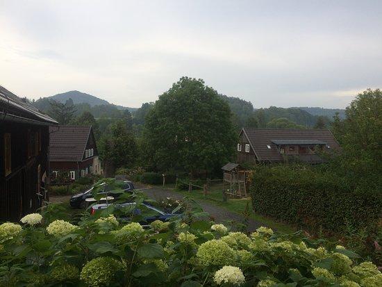 Pohled od kavárny
