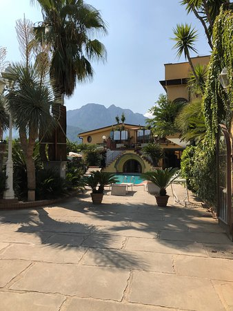 Villa Amalia Resort: Beautiful historic Italian villa with very welcoming family.