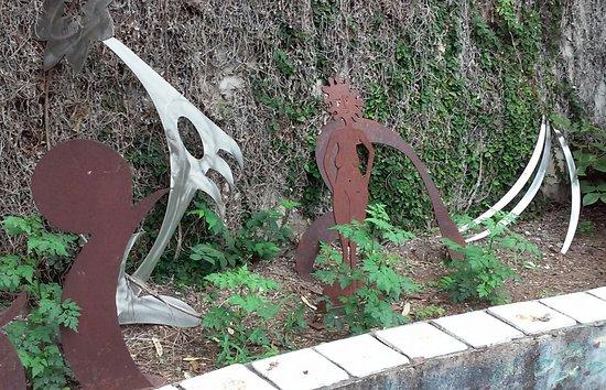 Bob Doster's Backstreet Studio: Outdoor garden.