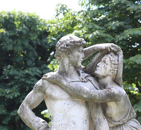 """Groupe sculpté """"La nuit"""""""