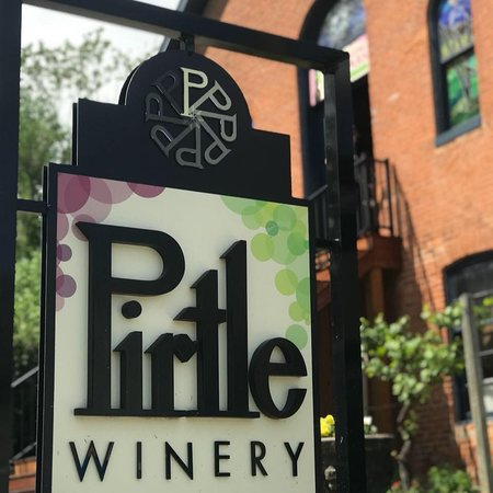 Weston, MO: Pirtle Winery