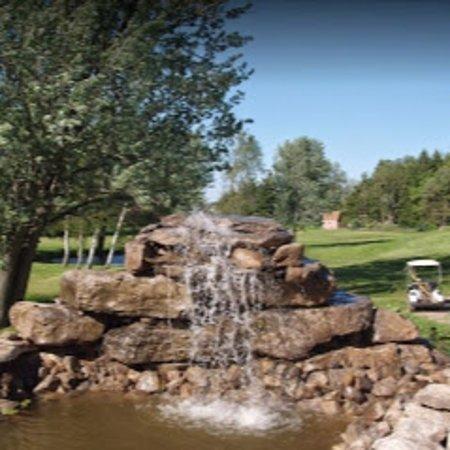 Batavia, NY: Beautiful waterfall @ hole #1