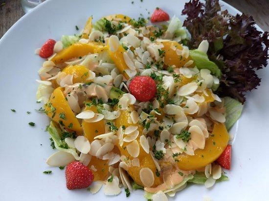 Vrijbroekhof: Salade mango, avocado, amandelschilfers