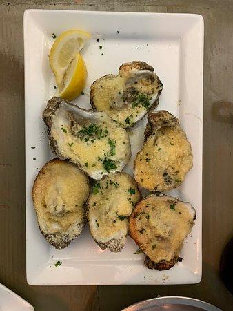 Sal's Ballyhoo's Historic Seafood Grille: Great sea food !