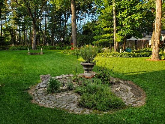 Whitehall, WI: Gardens at Oak Park Inn