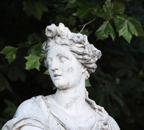 Statue Pomone dit aussi le printemps