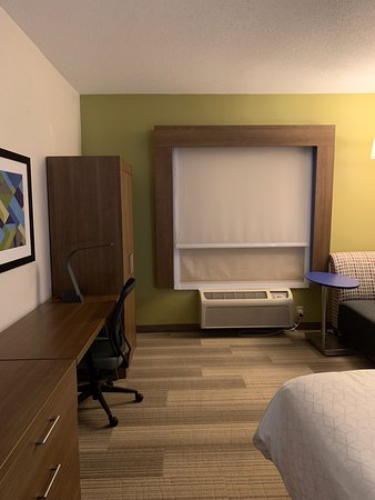 Holiday Inn Express Suites Greensboro East Photo