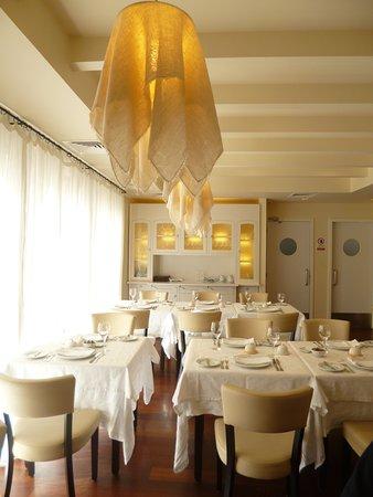 "Tia Alice Restaurante: Beautiful classic décor at ""Restaurante Tia Alice"" in Fátima."