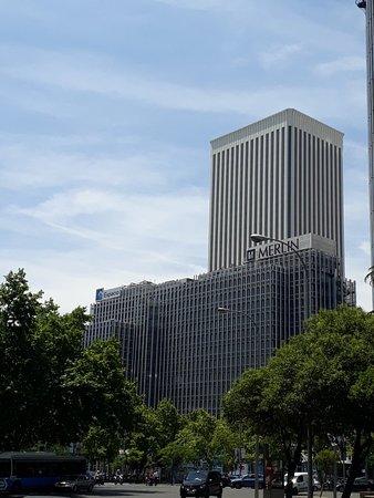 Torre Picasso: Arranha-céu!