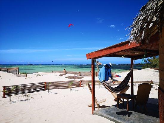 Ocean Lodge Kite & Windsurf: Hôtel Restaurant club de kitesurf et windsurf Ocean Lodge Baie des Sakalava Diego Suarez Madagascar, initiations kitesurf, stage de kite et locations de matériels