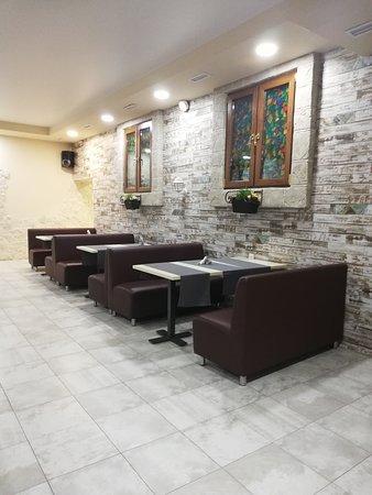 Кафе-столовая Маруся Вместимость зала до 80 персон