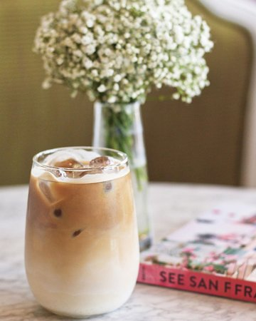 Mornings call for an Iced Coffee! ☀️ . . . #sash #sashcafe #cafe #coffee #iced #icedcoffee #summer #sun #morning #breakfast #lunch #break #togo #carriage #riffa #bahrain