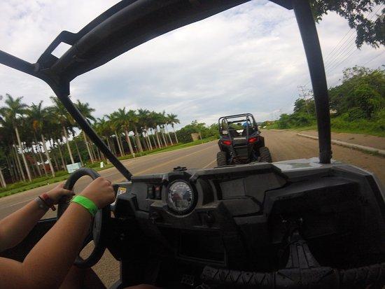 Excursión de un día desde Puerto Vallarta: Aventura en UTV en Punta Mita y Sayulita: Driving on the road for a little bit.