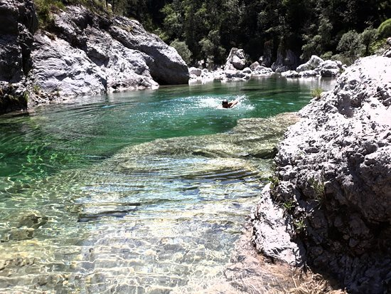 Trasaghis, Italië: swimming into the cold water