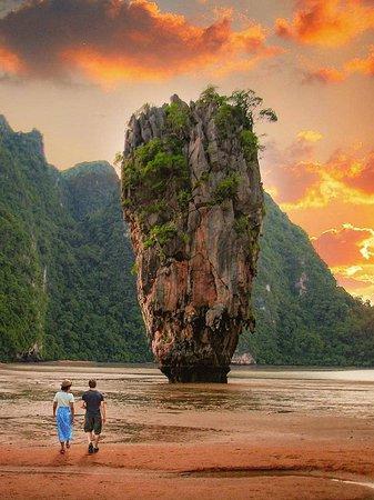 Thailand: Dreaming of a sunset walk on an island?😍 . 📷:@olayseven .  FOLLOW👉@mustdotravels FOLLOW👉@mustdotravels FOLLOW👉@mustdotravels